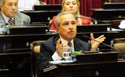 Juan Carlos Romero entre los tres senadores que más faltaron a las sesiones