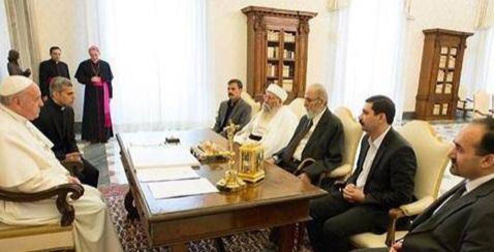El Papa recibió a una delegación de yizadies expulsados de Irak
