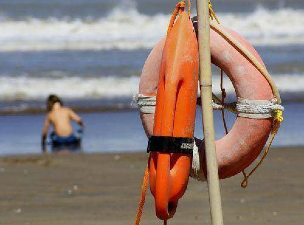 Guardavidas siguen en conflicto pero aseguran que habrá servicio el fin de semana