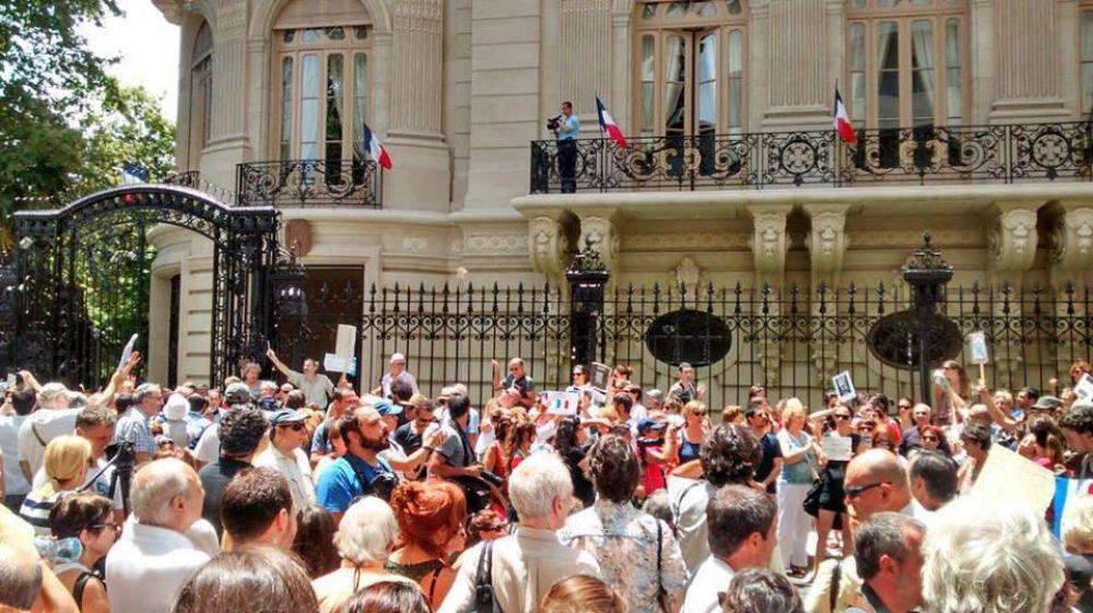 La DAIA participó de una manifestación contra el terrorismo en frente a la embajada de Francia