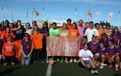 Álvarez Rodríguez encabezó encuentro de fútbol femenino contra la violencia de género