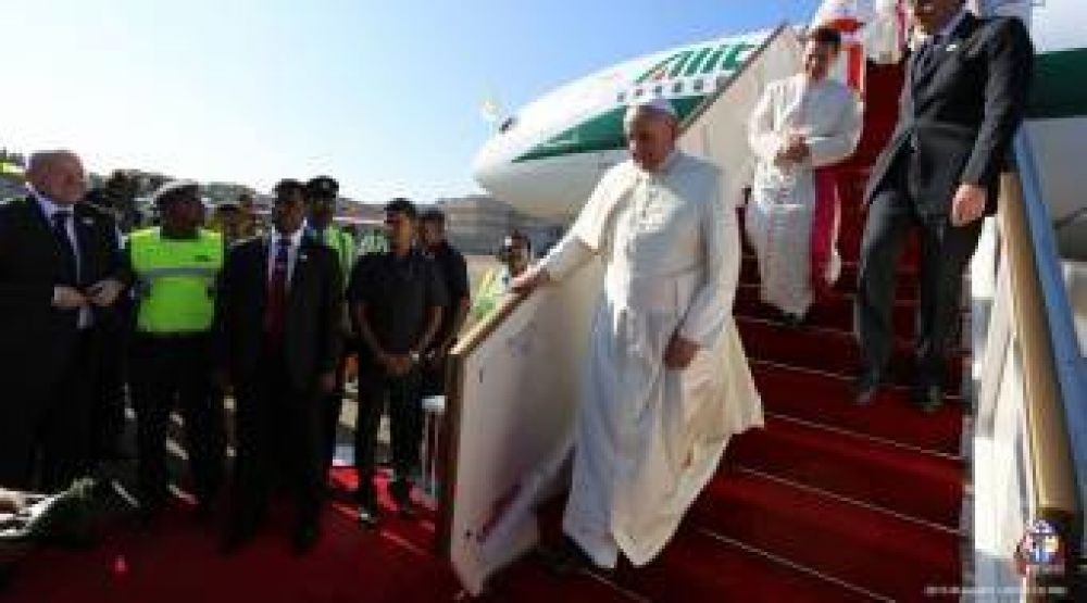 Papa Francisco llegó a Sri Lanka, segundo país asiático que visita en su pontificado