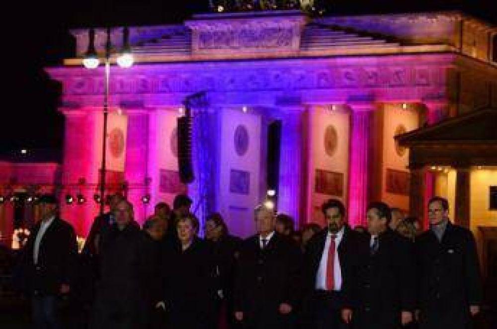 El presidente y la Canciller de Alemania en primera fila de la marcha anti islamofobia