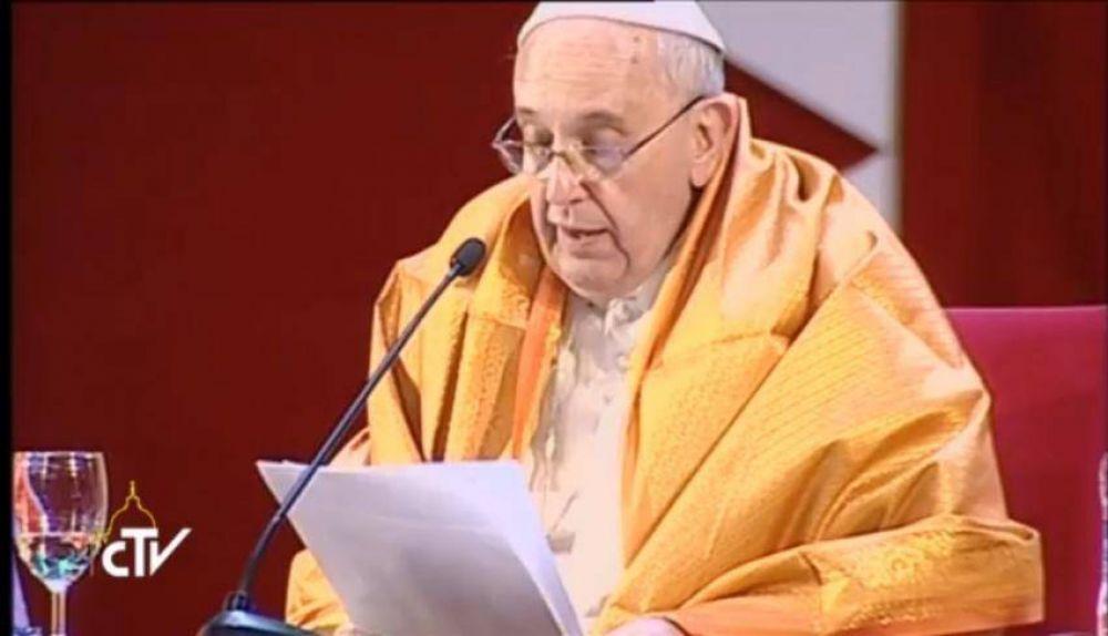 El Papa condenó la violencia justificada en creencias religiosas