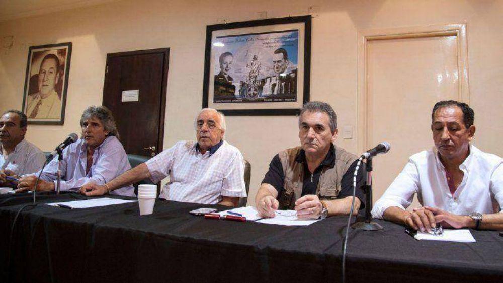 Los sindicatos del transporte exigen un aumento salarial y estudian un paro por Ganancias