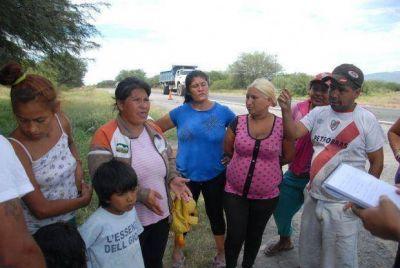 Familias cortaron Ruta 38 en reclamo de asistencia social