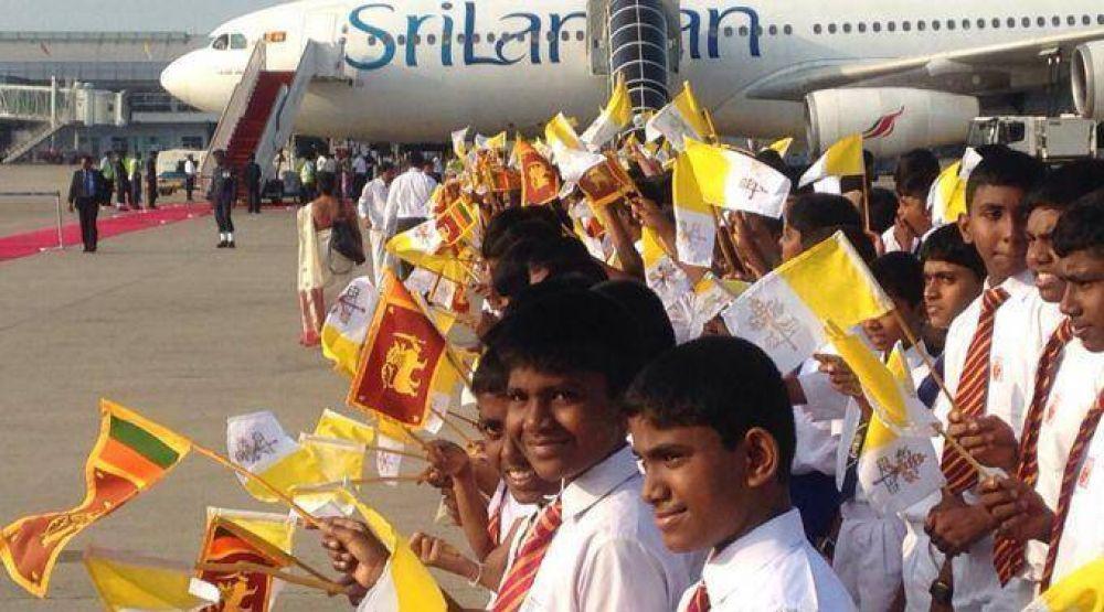 Francisco concluyó su visita a Sri Lanka y partió hacia Filipinas
