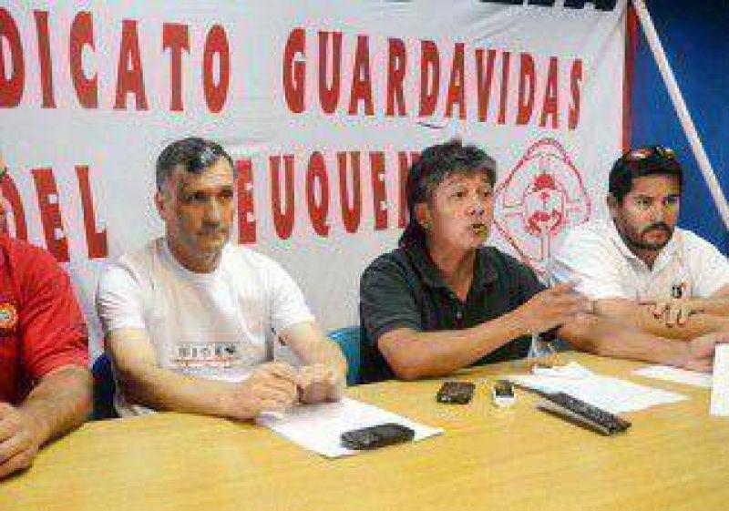Ahora, los guardavidas cruzan fuerte a Quiroga