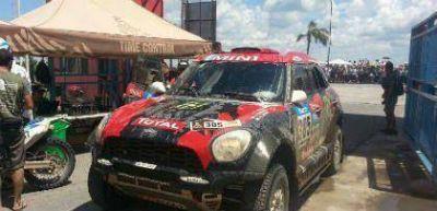 Las m�quinas del Dakar se hacen sentir a toda potencia en el suelo termense