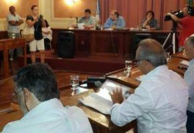 Queda Fabio: Concejales aprobaron la licencia de Guacone