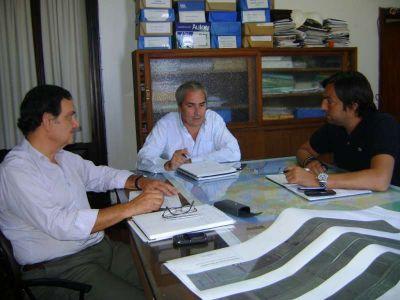 Cortes se reunió con directivos de Aguas