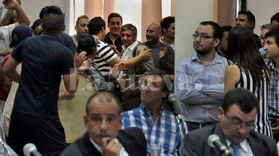 Aprueban creación de comisión investigadora para destituir a Pera tras acusarlo por golpes