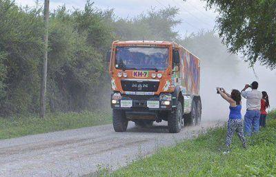 Miles de salte�os y turistas se convocaron en las zonas de espectadores del rally Dakar