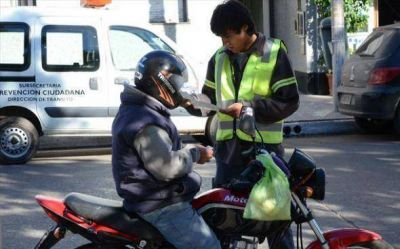 Motos secuestradas y 8 detenidos, en operativos en un barrio golpeado por la inseguridad y el centro