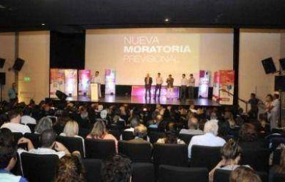 Apostando a la dignidad y el esfuerzo, Diego Bossio entregó certificados del Procrear y nuevas moratorias