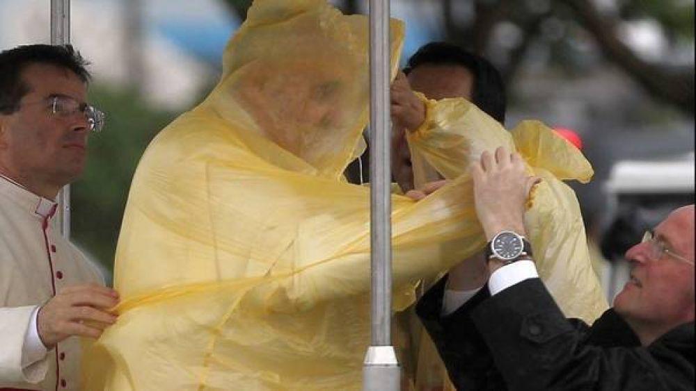 Complicado viaje del Papa en Filipinas: tormenta y una joven muerta