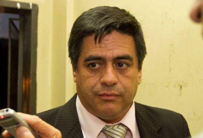 Contratados de Diputados buscan que Rivera responda