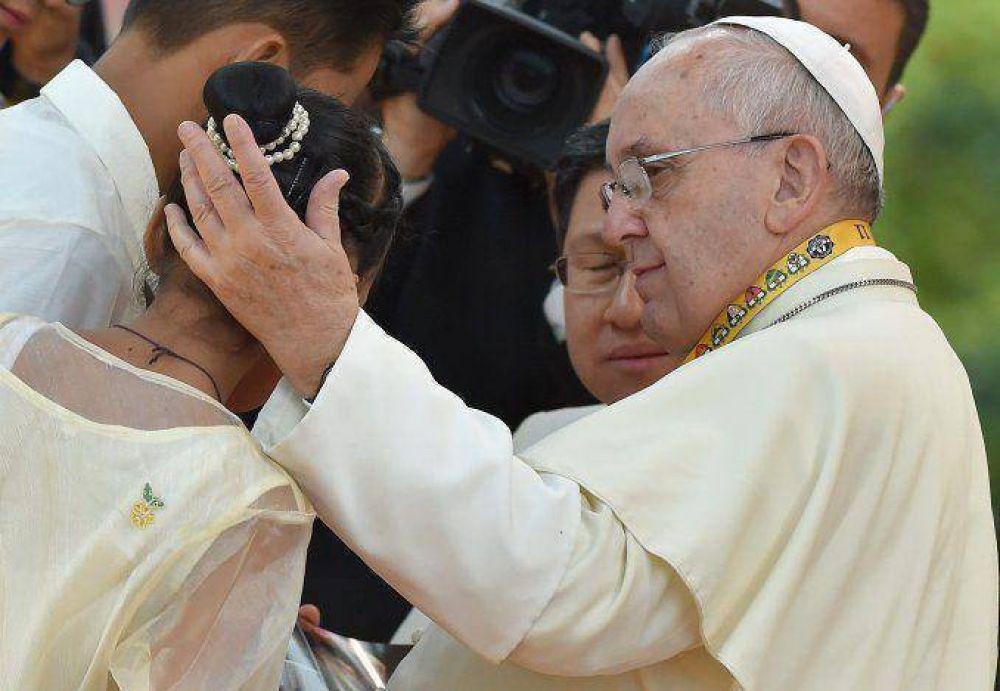 La niña filipina que le preguntó al Papa por qué Dios permite la prostitución en los chicos