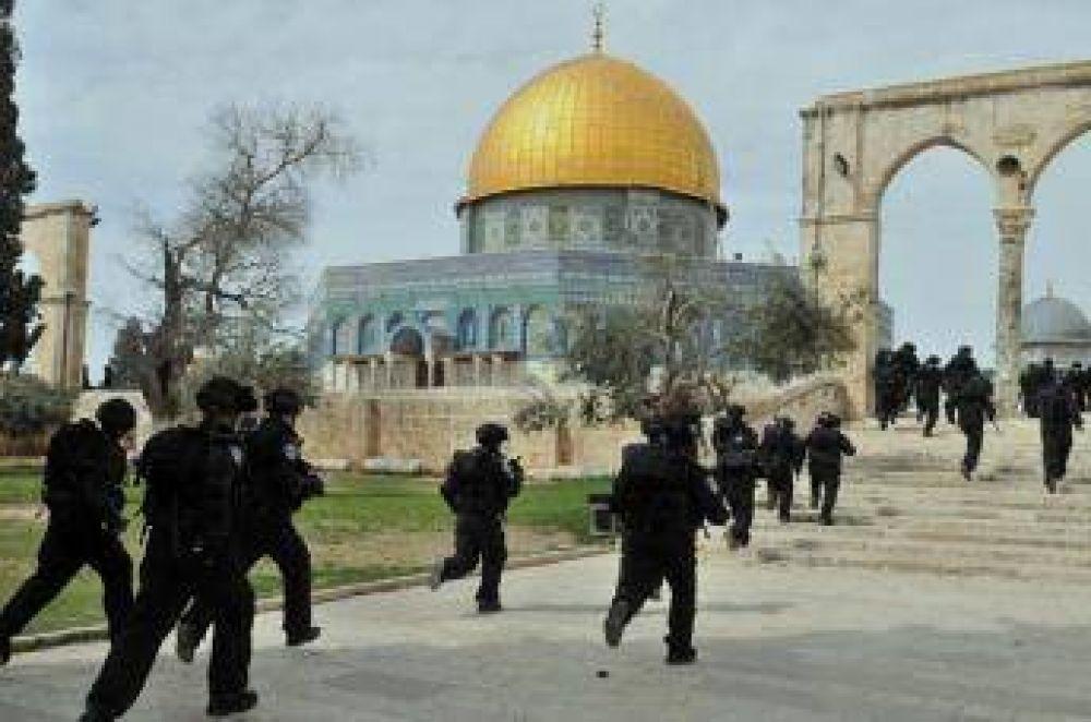 Colonos israelíes irrumpen en la Sagrada Mezquita del Aqsa