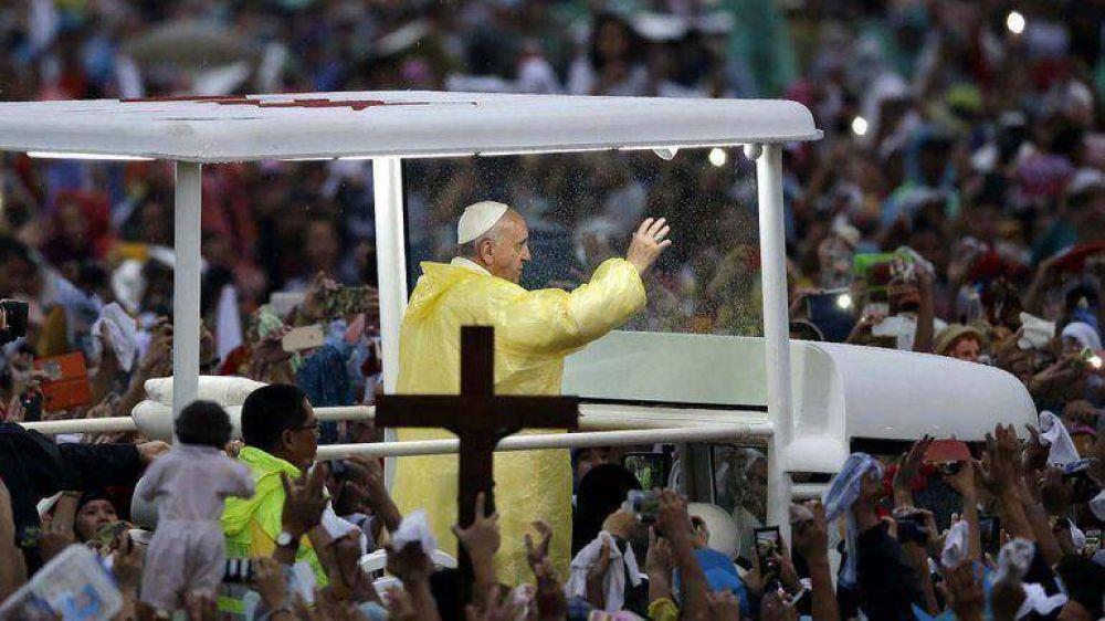 Francisco planea visitar Estados Unidos, Bolivia, Paraguay y Ecuador en 2015