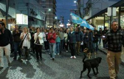 Unas 500 personas se movilizaron a la calle para exigir justicia