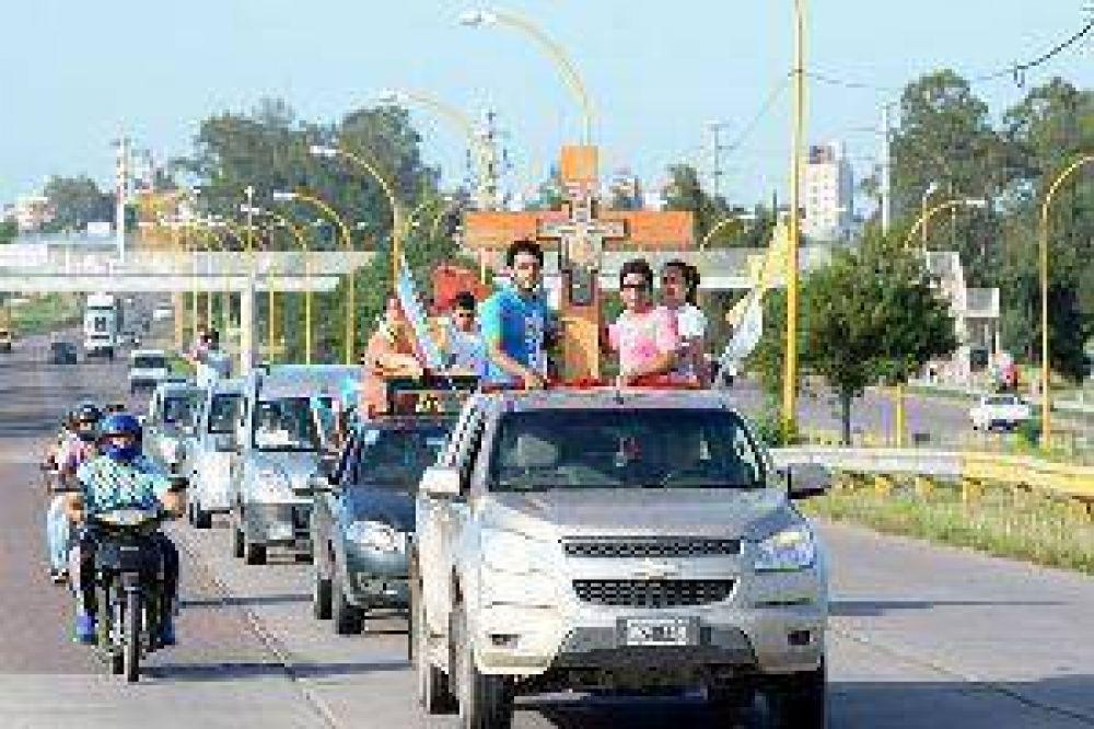 Una gran caravana despidió de la Diócesis de Santiago del Estero a la Cruz Misionera