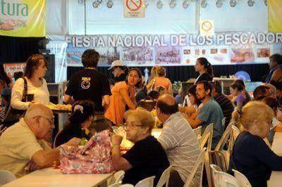 Turistas destacan la calidad y el precio de la comida que se ofrece en la cantina típica