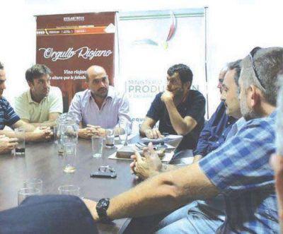 El gobierno entregó asistencia de 900 mil pesos a vitivinicultores