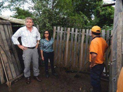 Lluvias � destacan asistencia a familias afectadas por temporal en Caimancito