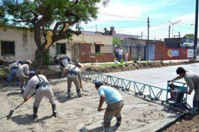 El Municipio avanza con la pavimentación de calles en los barrios Anahí, San Gerónimo y San José