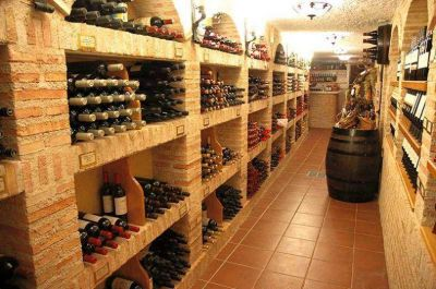 Los productores aún esperan respuestas por exceso de vinos