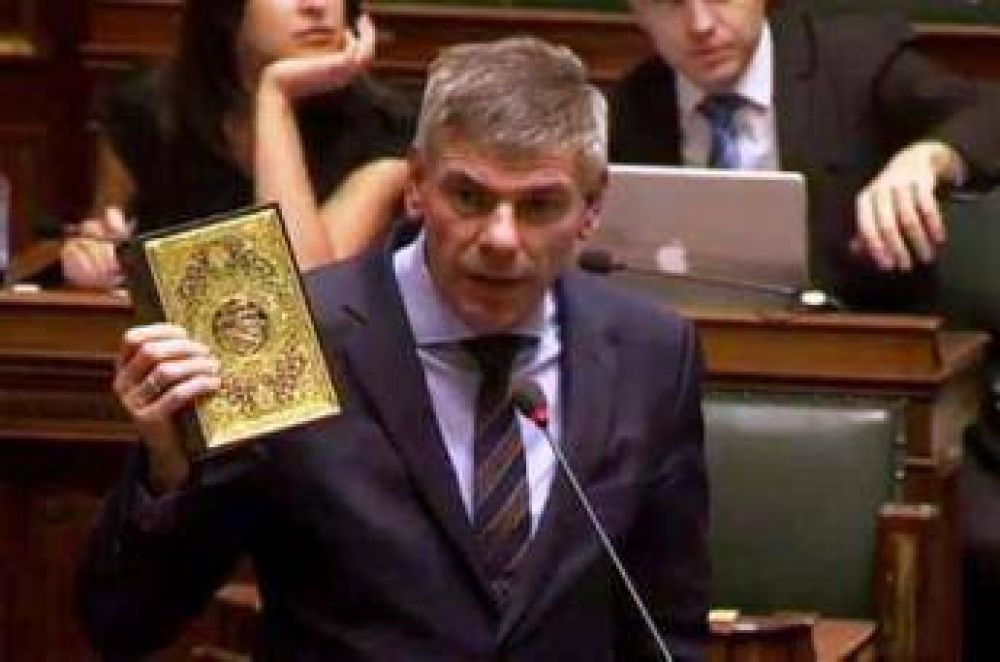 Político belga insultó el Sagrado Corán
