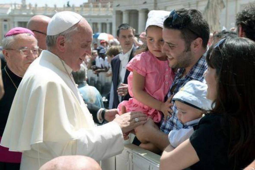 La familia centro del Mensaje del Papa para la Jornada Mundial de las Comunicaciones 2015