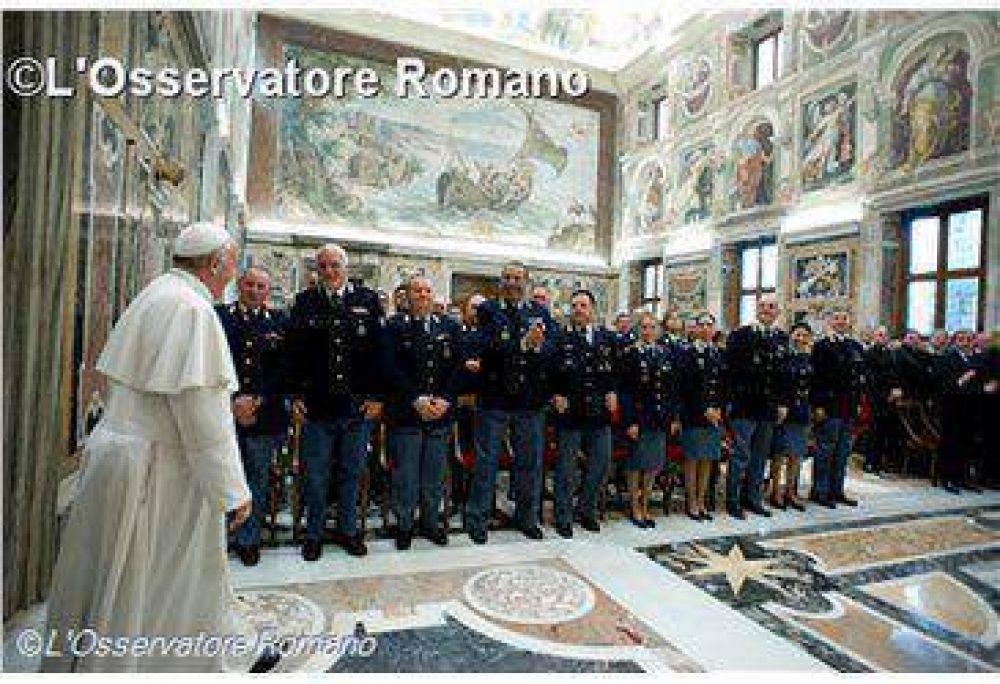 El Papa elogia el servicio de la policía de Roma en el Vaticano