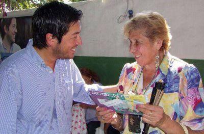 Nardini entregó la tarjeta ARGENTA a más jubilados malvinenses