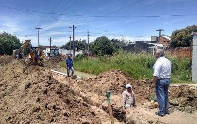 El intendente Fabián Ríos coordinó trabajos de pavimentación en calles de los barrios Anahí y San Gerónimo