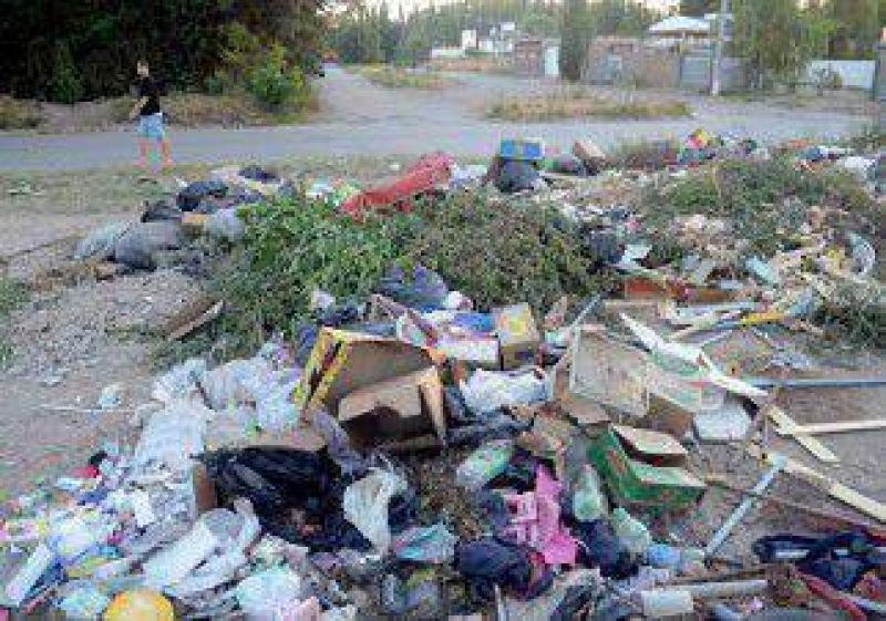 Por un paro gremial, Plottier está tapada de basura en la calle