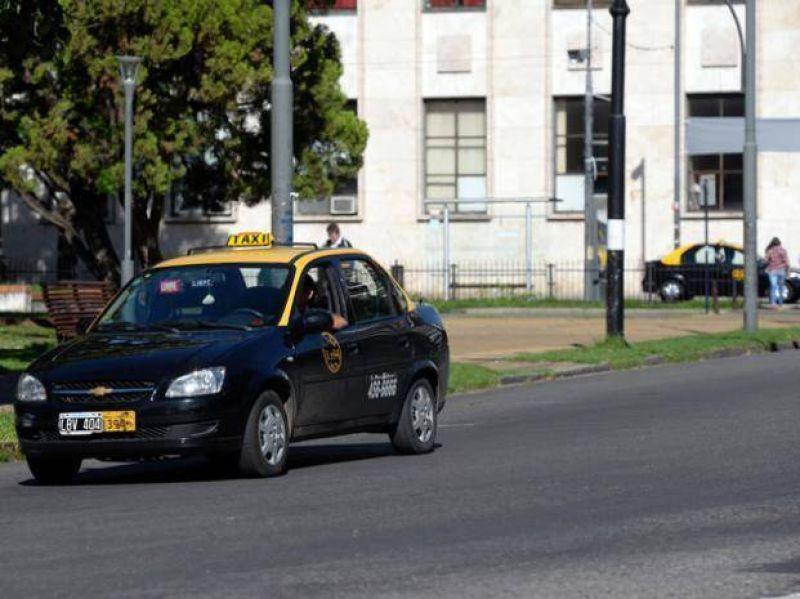 Tras el paro de taxistas, se restablece el servicio y los coches vuelven a circular por la ciudad