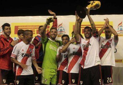 River se floreó ante Independiente con un categórico 4-0