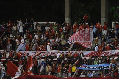 Tras la goleada, los hinchas de Independiente pidieron por Daniel Montenegro