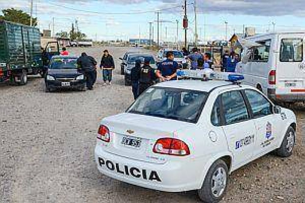 Batalla y tiroteo entre camioneros moyanistas y disidentes