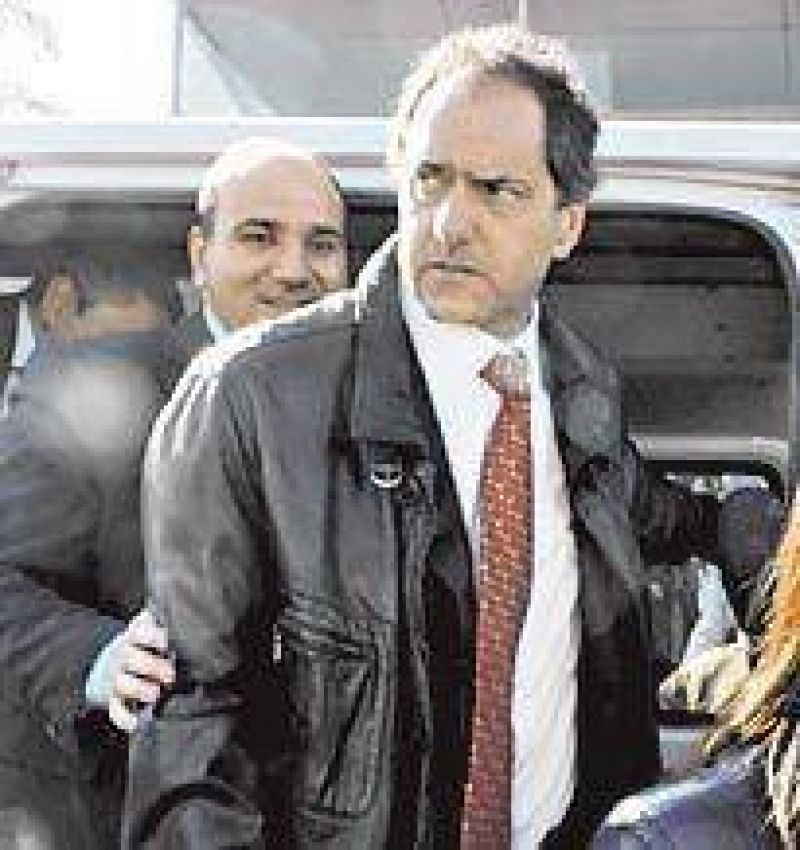 Scioli se despega de Kirchner y busca una nueva alianza con los intendentes