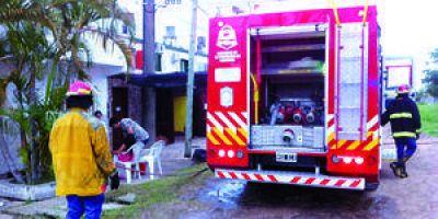 Malvivientes destrozan e incendian casa de reconocido médico de la ciudad en su ausencia