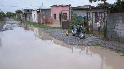 Sufren inundaciones y no tienen desagües