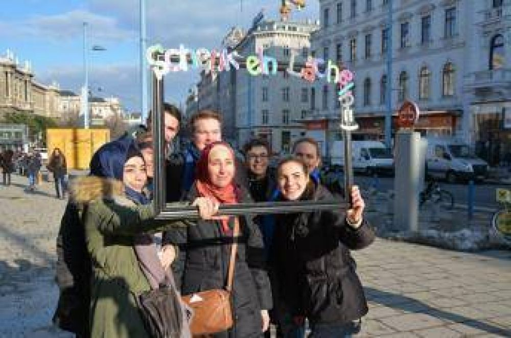 Manifestación contra la islamofobia con te y música en Viena