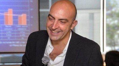 Despiden los restos del periodista Tomás Bulat