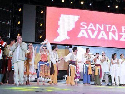 Exitosa puesta de la delegaci�n oficial de Santa Fe en el festival de Cosqu�n