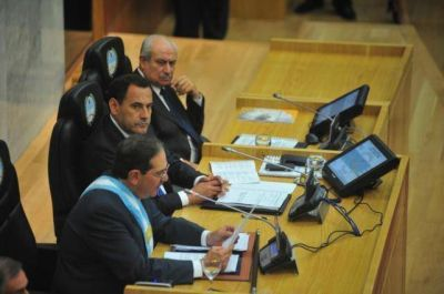 Opositores esperan que Alperovich admita fallas de su gestión en su último discurso en la Cámara
