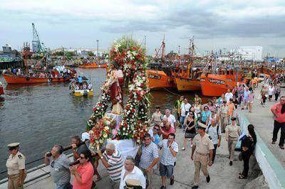 Miles de fieles acompañaron la procesión de San Salvador