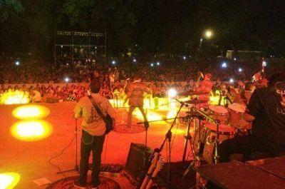 Los Tekis hicieron vibrar a la multitud en el aniversario de Resistencia